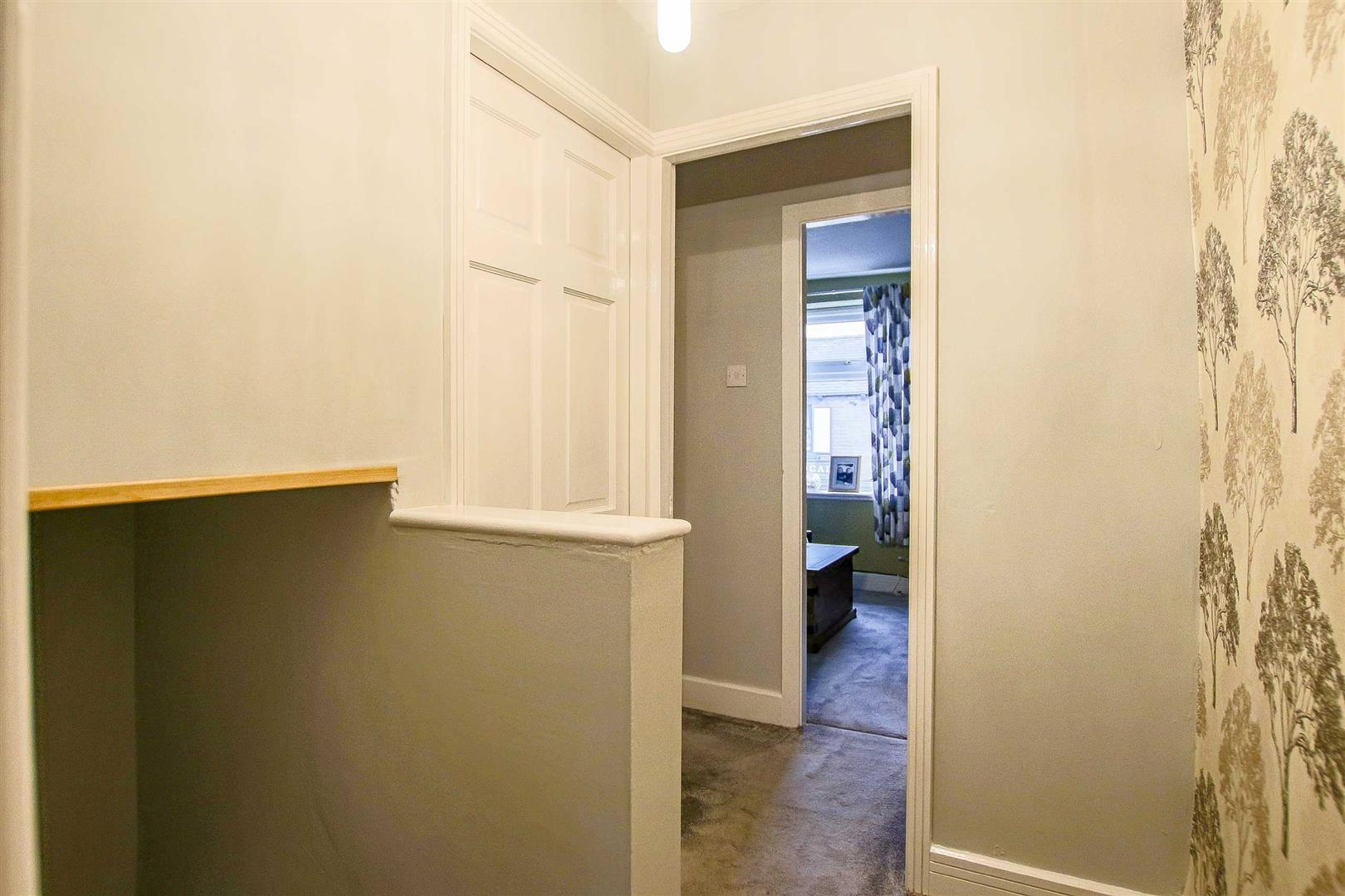 3 Bedroom Mid Terrace House For Sale - Image 19
